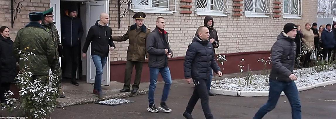 Полоцкий военкомат осенью направил на службу порядка 300 парней