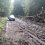 В Полоцком районе дорогу разбило лесовозами. Образовался затор